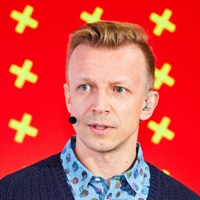 Антон Комолов