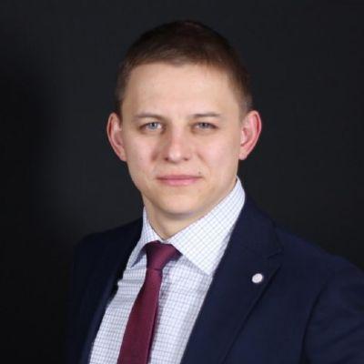 Олег Покусаев